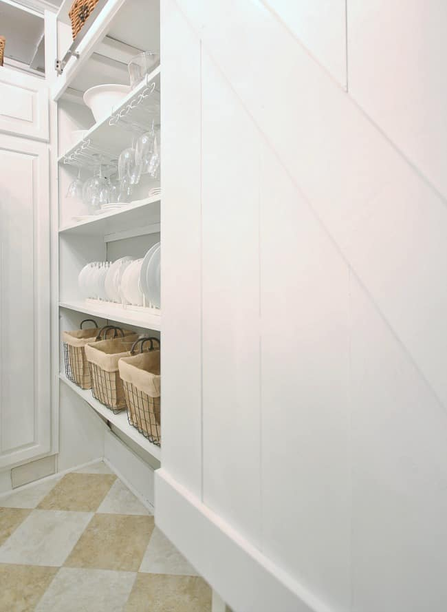 Displaying the pretty side of the pantry