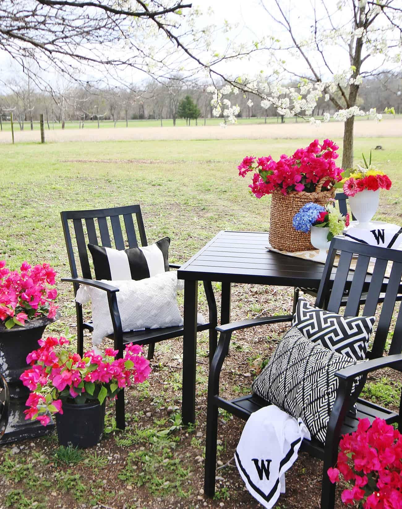 outdoor garden decor ideas table and chairs