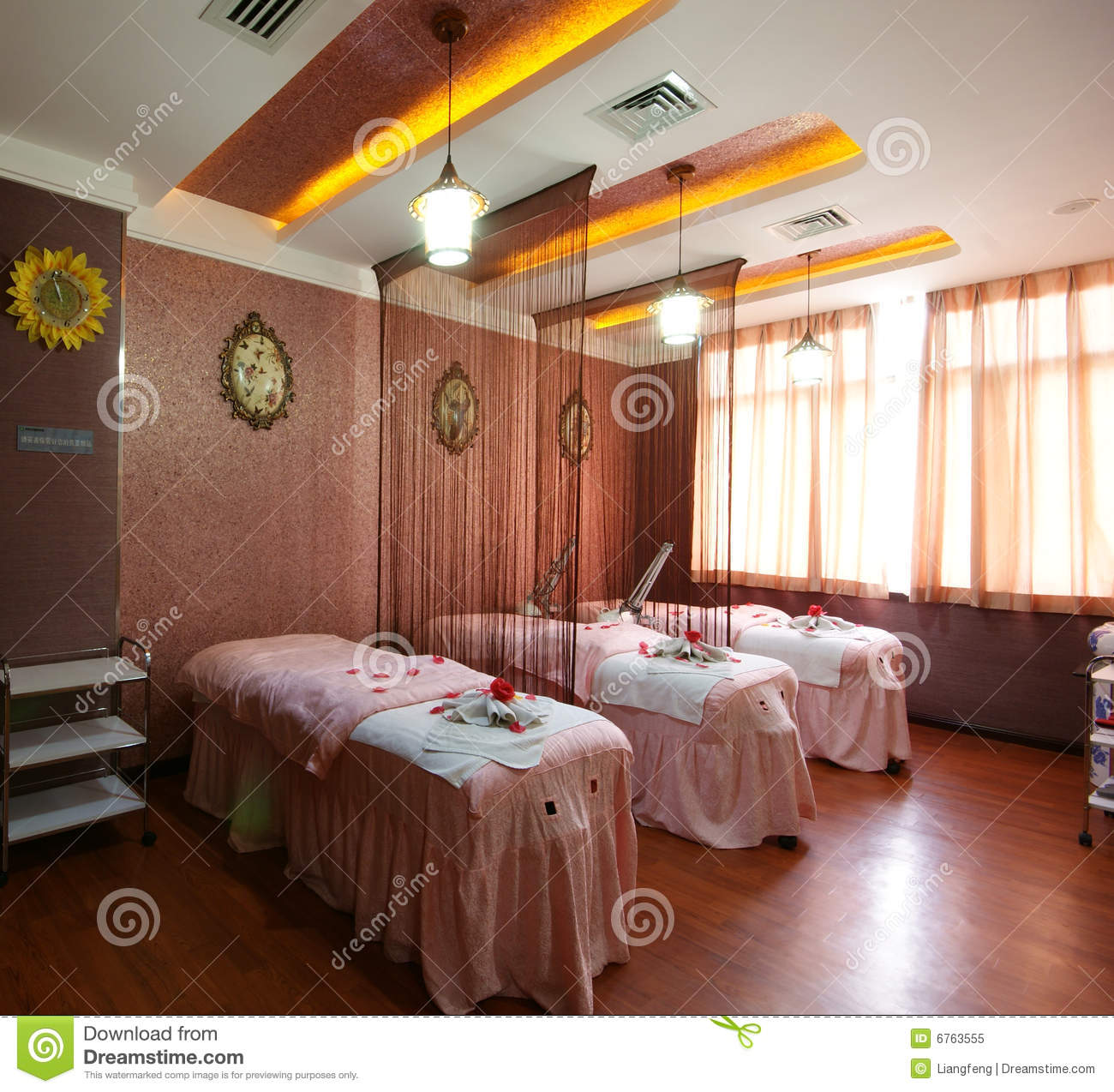 Beauty Parlor Interior Decoration