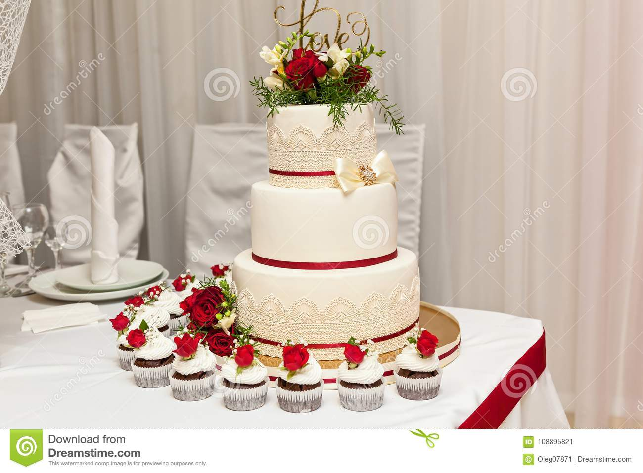 Wedding Cake With Red Roses Stock Image   Image of decor  party     Download Wedding Cake With Red Roses Stock Image   Image of decor  party   108895821