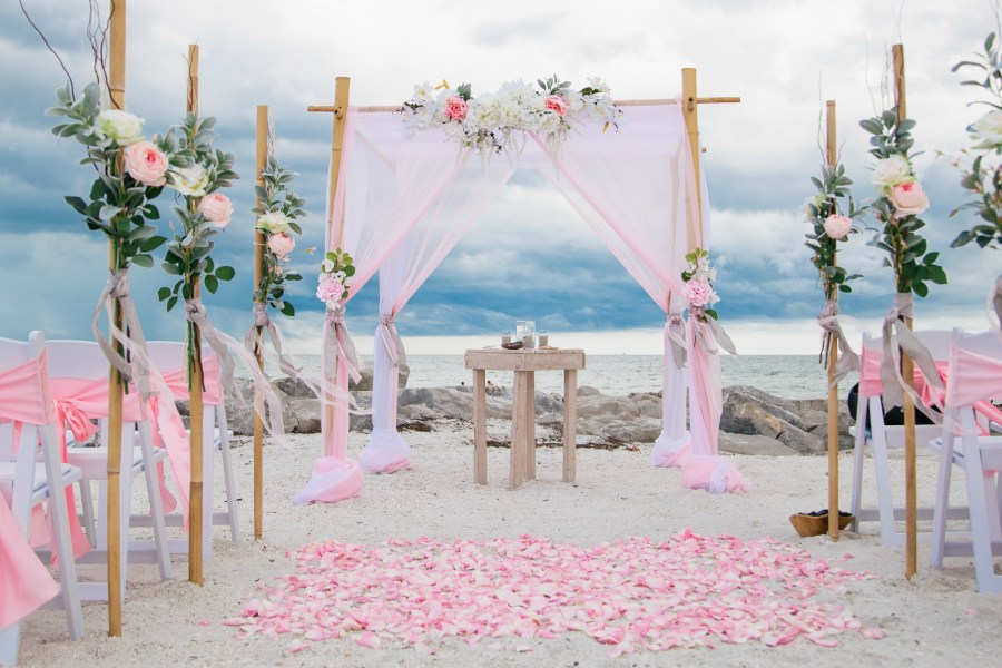 Lucky In Love   Tide The Knot Beach Wedding Packages