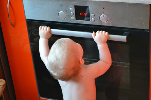 تاول زده از سوختگی: چه کاری باید انجام دهید، کمک های اولیه در خانه، نحوه حذف بلیستر از سوزاندن آب جوش، پماد