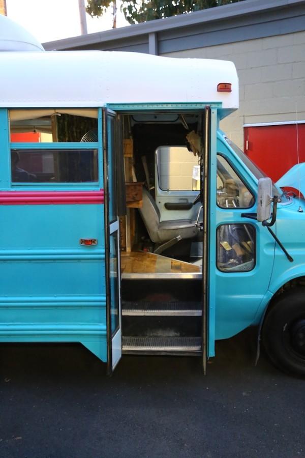 Students Convert Short Bus Into 160 Sq Ft Diy Motorhome