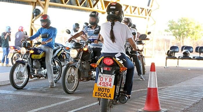 Como passar no exame de moto
