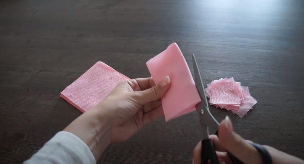 cortar la servilleta en la parte