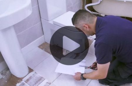 How to replace a damaged tile   Wickes co uk How to tile around a toilet