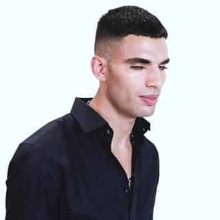 Riservato, dolce, seducente: Samy Youssef oggi farà il suo ingresso nella Casa di #Grande Fratello Vip! …