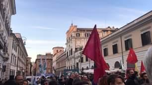 In diretta da piazza Santi Apostoli a Roma, in attesa del nuovo sindaco Roberto Gualtieri …