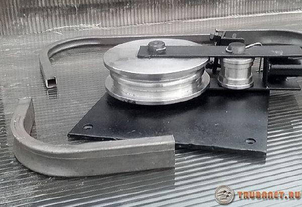 mesin lenturan profil manual