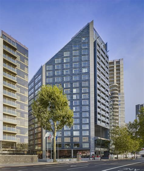 park plaza hotels set expand 900 rooms london
