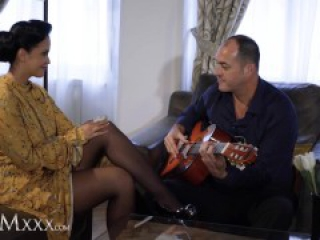 MOMxxx Guitar tutor gives housewife Jennifer Mendez hot fuck and big facial