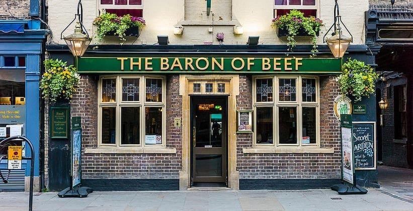 Pub o barão de carne em cambridge