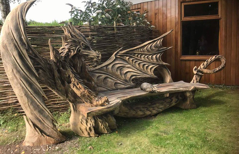 Igor Loskutow Used A Chainsaw To Carve This Incredible