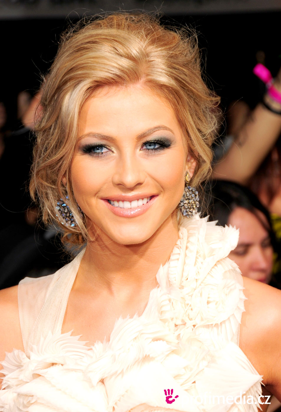 How To Do Wedding Hairstyles For Long Hair Page 1