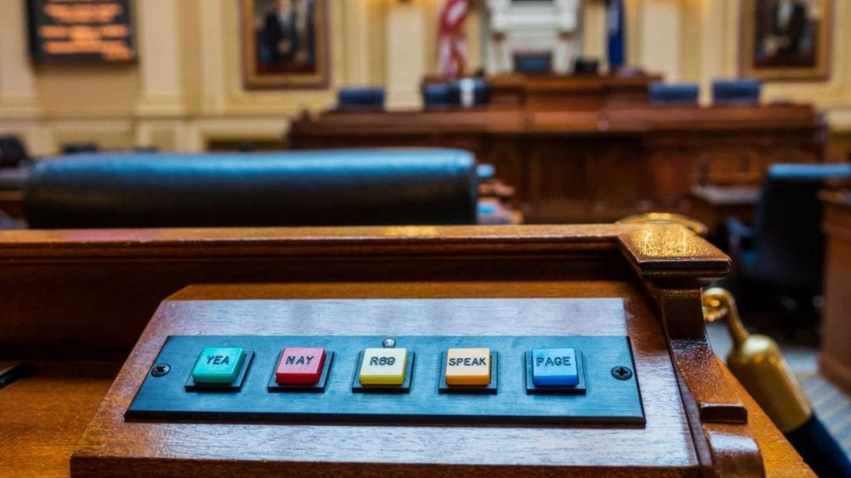 """La demócrata de Virginia admite que """"no leyó"""" el proyecto de ley de aborto extremo que copatrocinó"""