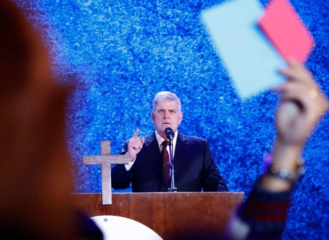 Franklin Graham suspendido por Facebook, bloqueado por su 'discurso de odio' bíblico