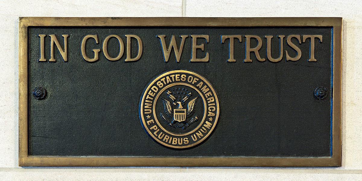 La ley de Kentucky que exige 'En Dios confiamos' se exhibirá en las escuelas que entrarán en vigencia