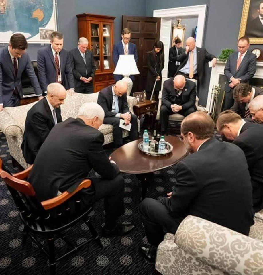 COMPROMISO DE ORACIÓN: VP Pence tiene razón. Necesitamos oración para combatir el coronavirus, no payasadas políticas
