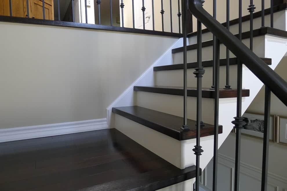 15 Truly Beautiful Examples Of Wood Stairs With White Risers | Dark Stained Stairs With White Risers | Restain | Tread | 2 Colour | Staining | Glossed