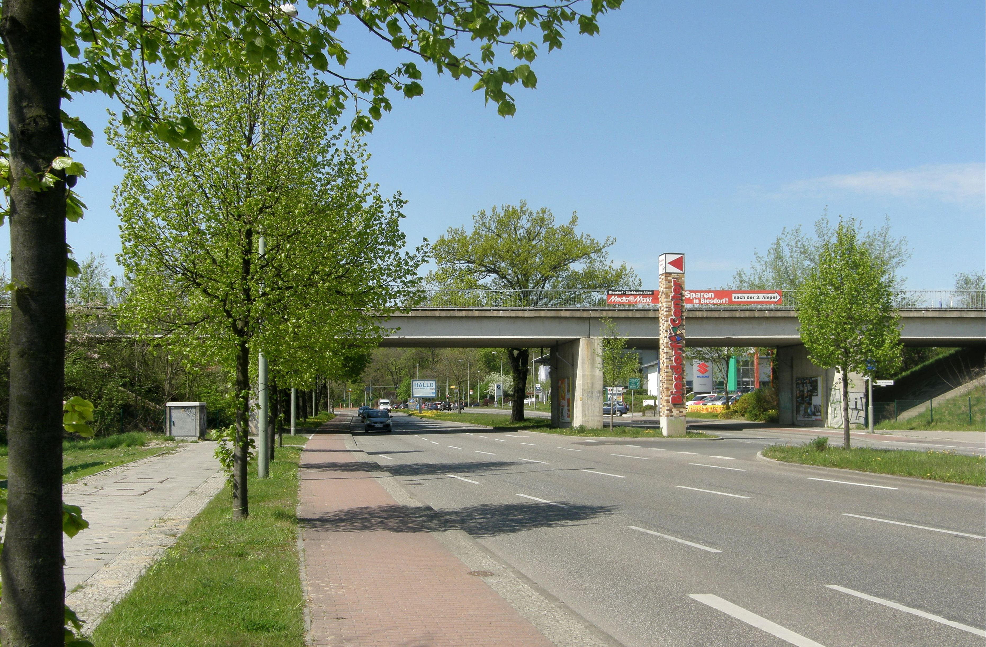 File:Alt-Biesdorf 2012-4-27 ama fec U-Bahn-Brücke 360s.jpg