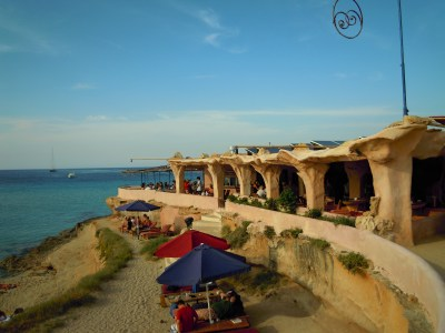 File:Sunset Ashram beach Bar, Cala Conta Tuesday 29 May ...