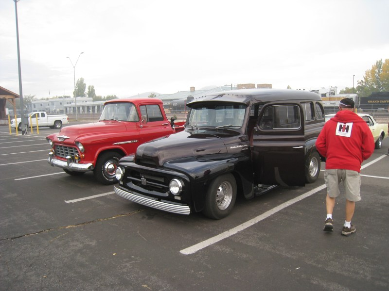 1953 chevrolet cars » File 1953 International Harvester Travelall   1955 Chevrolet Task     File 1953 International Harvester Travelall   1955 Chevrolet Task force  3100 pickup jpg