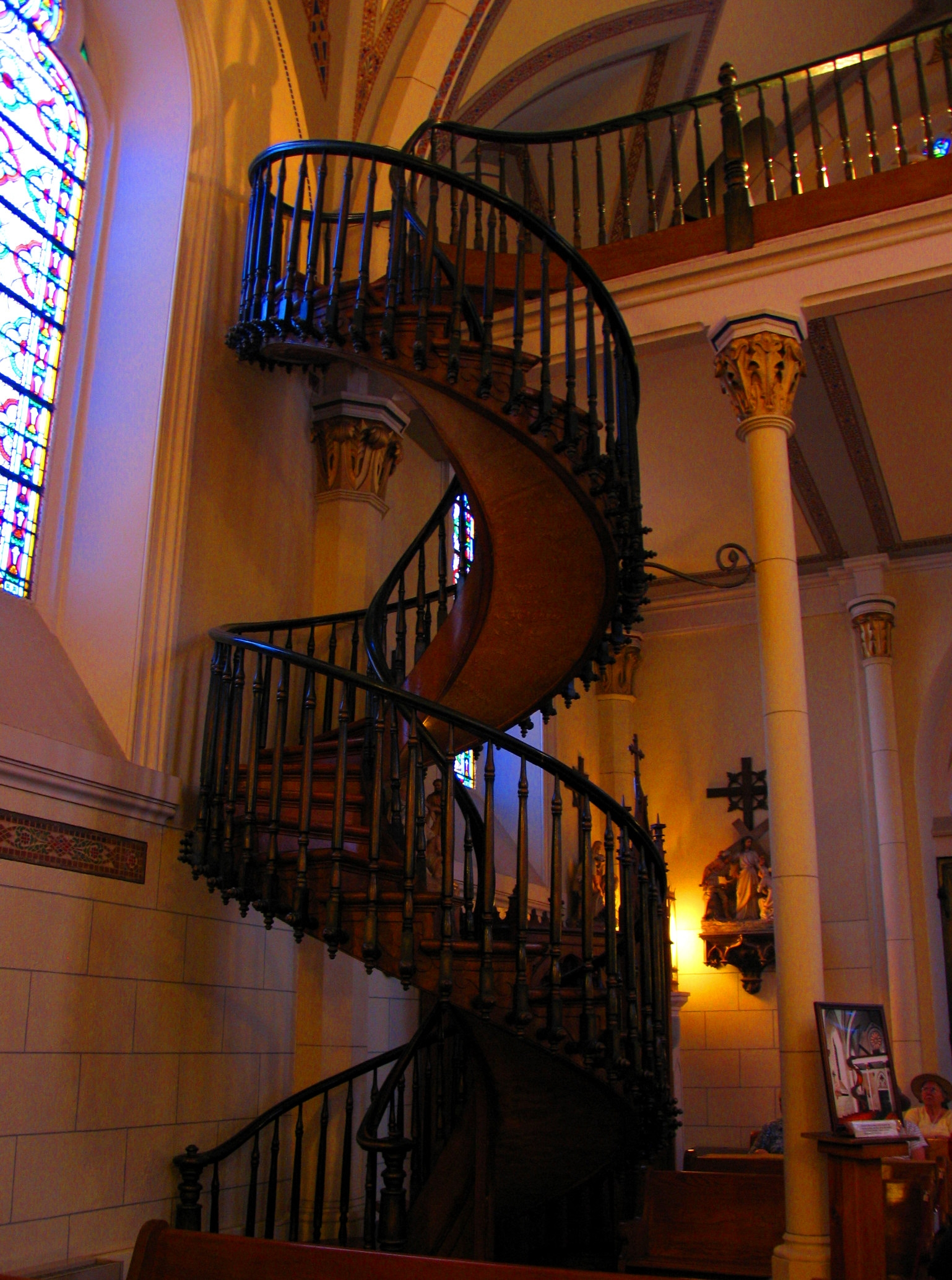 File Loretto Chapel Miraculous Staircase Jpg Wikimedia Commons | Stairway Of Loretto Chapel | Story | Mysterious | Jesus | Wood | Miraculous Staircase