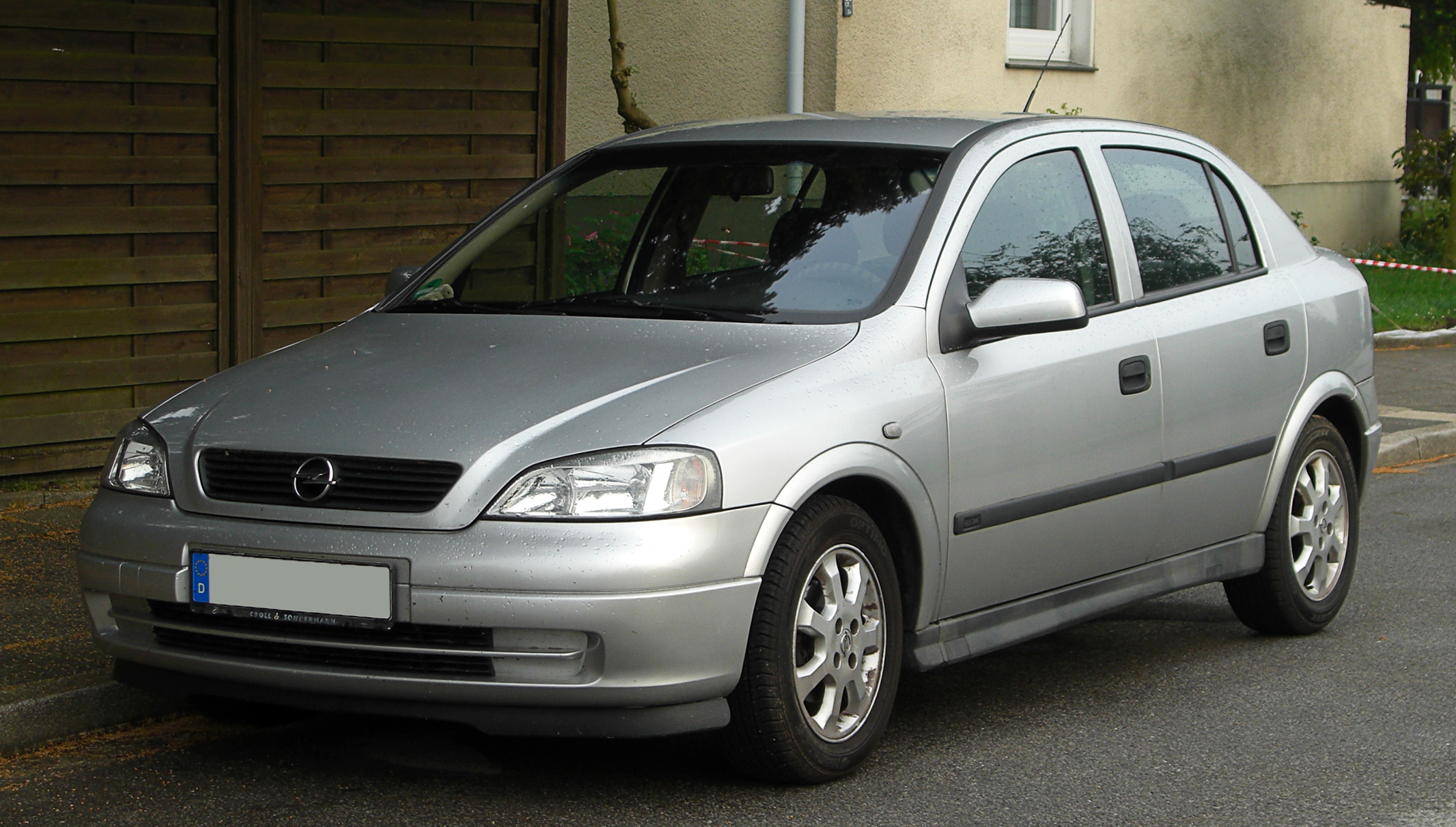 File:Opel Astra 1.6 16V Edition 2000 (G) – Frontansicht ...
