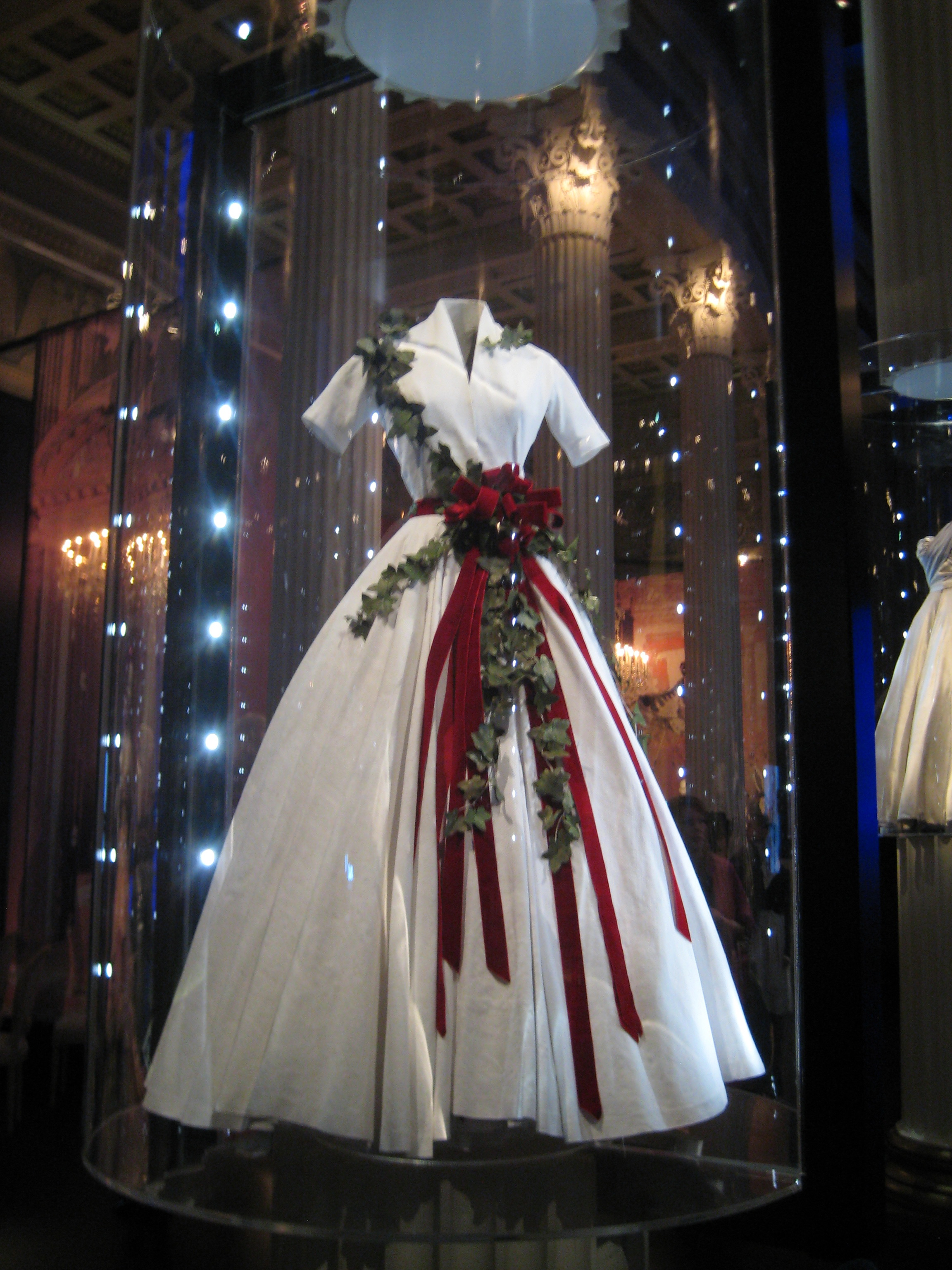 File Christian Dior Moscow Exhibition 2011 21 Jpg