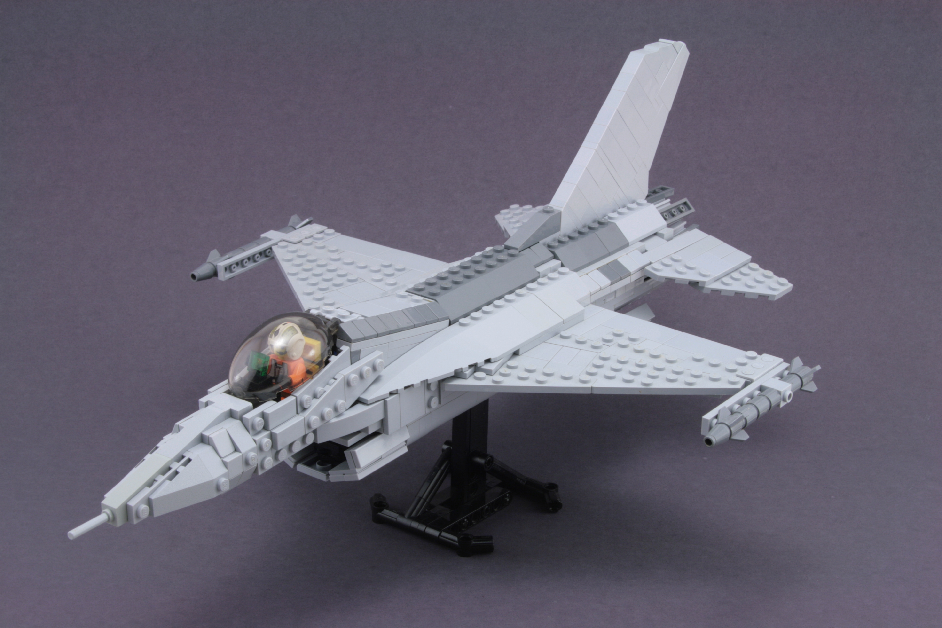 File LEGO F 16 Fighting Falcon jpg   Wikimedia Commons File LEGO F 16 Fighting Falcon jpg