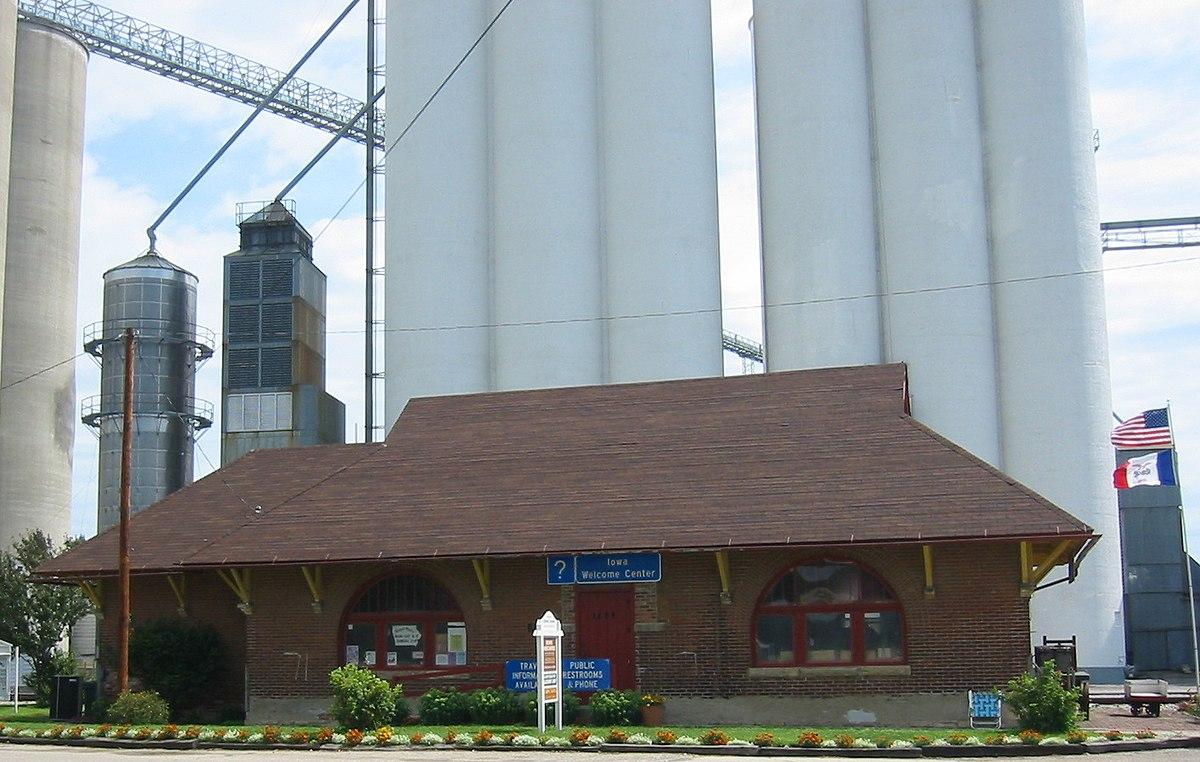 Burlington Cedar Rapids Amp Northern Passenger Depot Dows