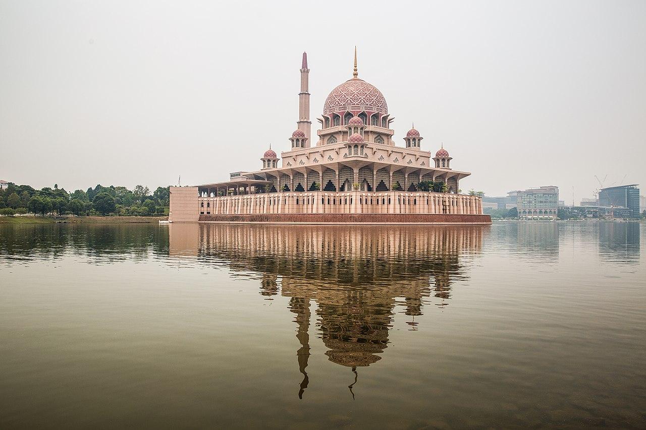 File Putra Mosque Putrajaya Jpg Wikimedia Commons