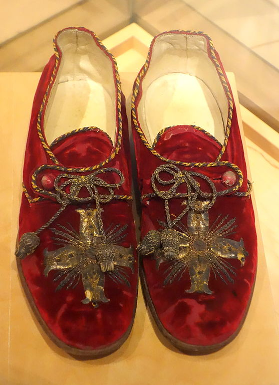 File Italian Shoes Worn By Pope Benedict Xv In The Years
