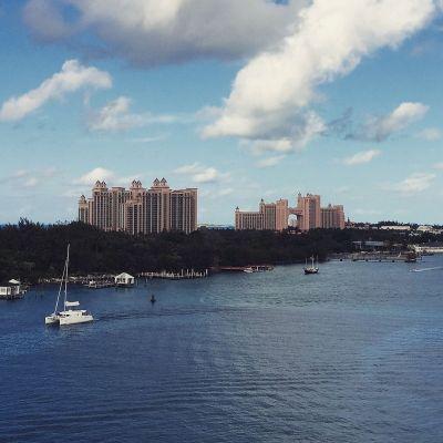 File:Atlantis Resort on Paradise Island (Nassau), Bahamas ...