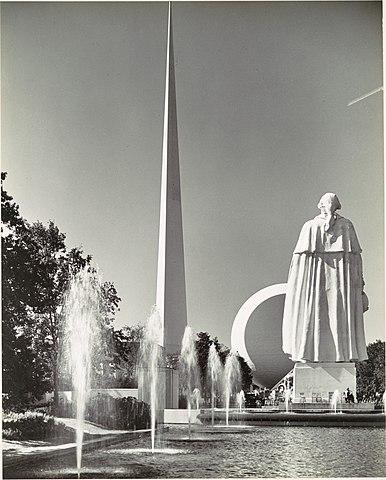 File Fountains 1939 New York World S Fair With Trylon