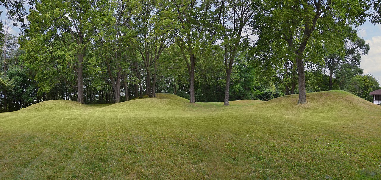 File Effigy Mounds Mendota State Hospital Group Madison Wi 06 29 2012 119 Jpg Wikimedia
