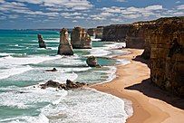The Twelve Apostles  Victoria    Wikipedia A pair of images showing the difference before and after the 2005 collapse