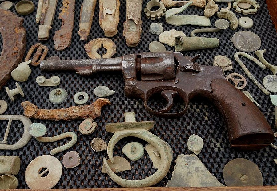 Sold Large Civil War Relic Collection Pistol Knives
