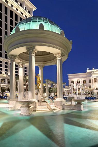 22 Best Pools In Vegas
