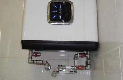 Dreno de água de uma caldeira