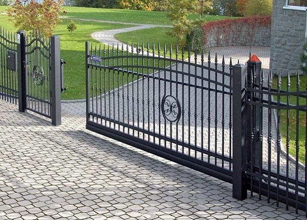 引き込み式の自動ゲート