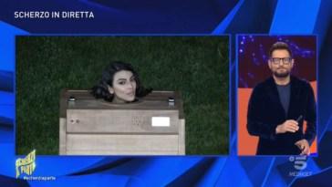 """""""Scherzi a parte"""", Giulia Salemi bloccata in una sauna in lacrime: """"Vi denuncio tutti"""""""