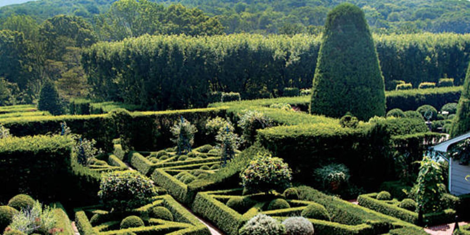 Oscar Renta Garden Impeccably Manicured La De