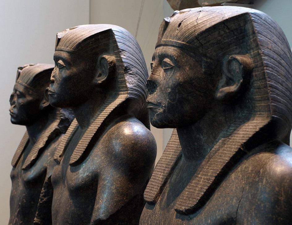 Escultura. Três estátuas de granito de Faraó Senusert III, XIX Century BC