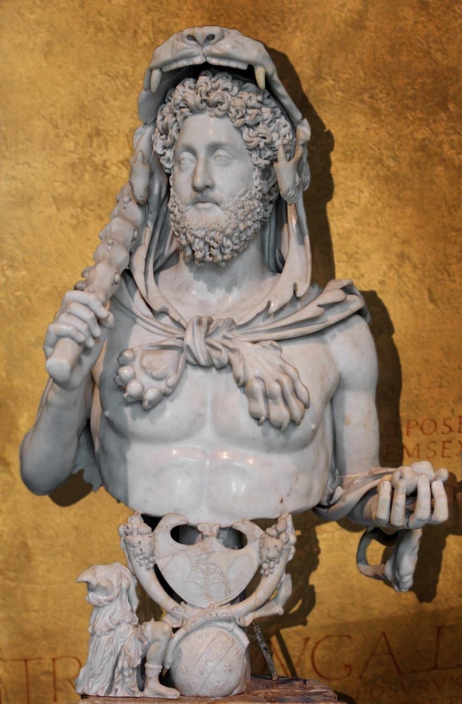 """Escultura. Escultura """"Commod na imagem de Hércules"""", II século de nossa época"""