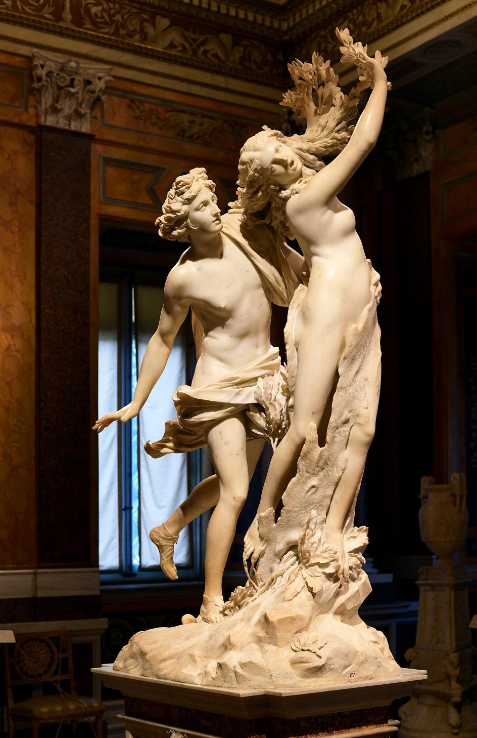 """Escultura. Lorenzo Bernini. Escultura """"Apollo e Daphne"""", século XVII"""