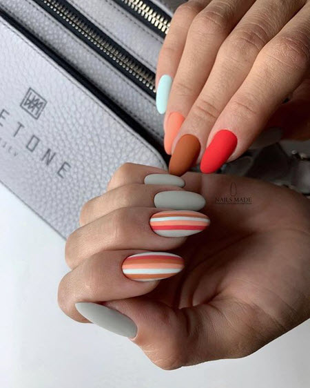 Foto de manicure com desenho