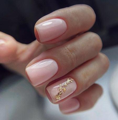 Estoque foto de arte nail art com ouro em unhas curtas
