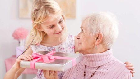 Milyen ajándékot készíthet a nagymamának a saját kezével születésnapjára?