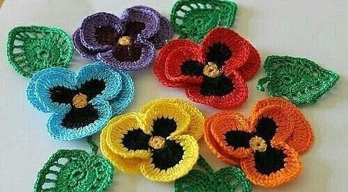 السنانير pansies الزهور